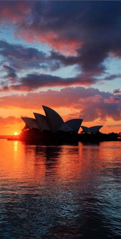 The iconic Sydney Opera House designed by Danish architect Jørn Utzon. This stunning sunset makes it look even more amazing. #PANDORAloves #Australia