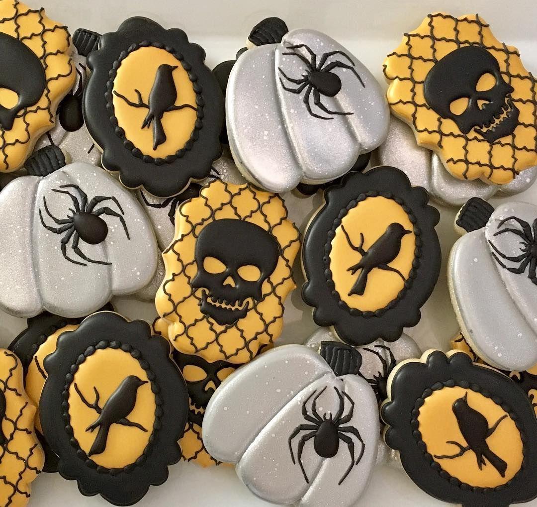 "Christina Ramsey on Instagram: ""Spooky Halloween cookies!  #Halloween #sugarcookies #decoratedcookies #skulls #spidercookies #spider #halloweentreat #halloweencookies…"" #halloweencookiesdecorated"