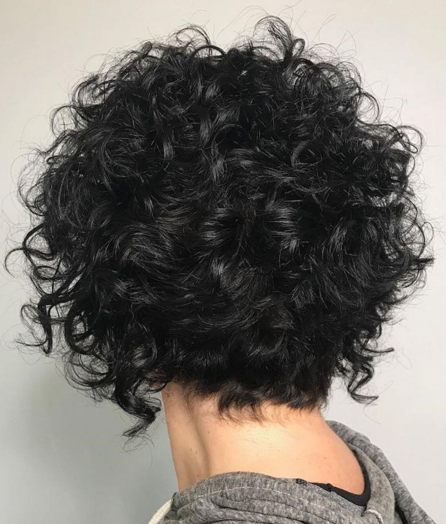 60 most delightful short wavy hairstyles   short n sassy