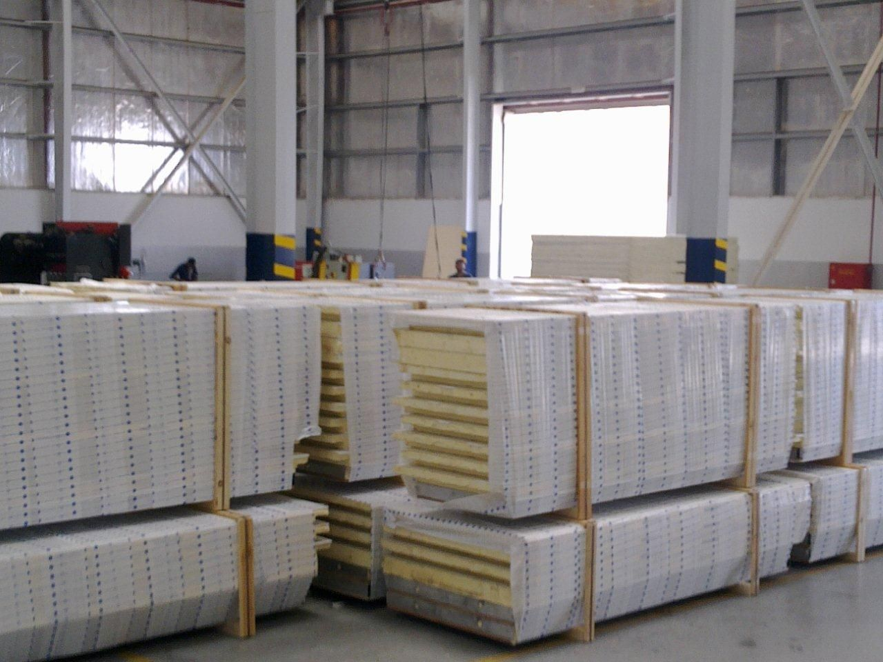 Sandwichpanels By Intergraded Industries 2i Offers Wide Range Of Puf Insulatedpanels For The Various Applications S Roof Cladding Insulated Panels Cladding