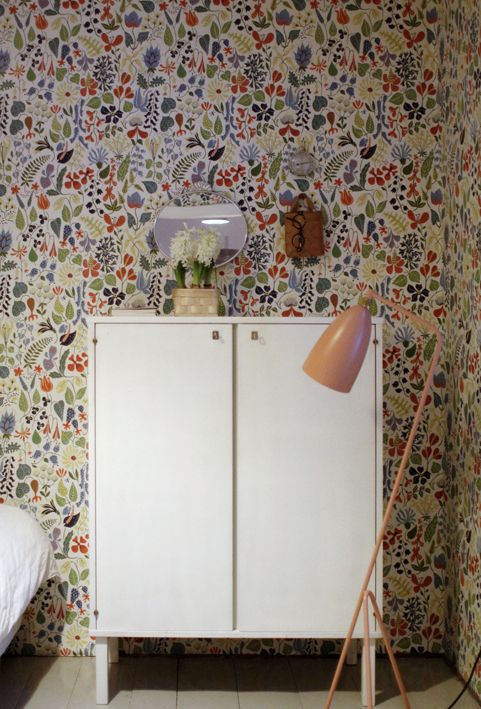 Grasshopper floor light by Gubi. From the blog Varpunen. Love the wallpaper, would be beautiful in the bedroom.