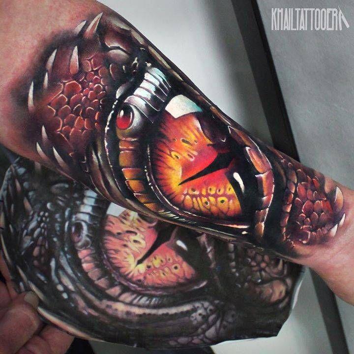 Pin De Disky Prktx En Tatuajes De Mitologia Para Hombres Ojos De Serpiente Tatuajes Dragones Ojo De Dragon