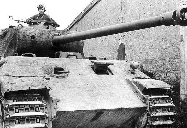 Great crisp close up photo of Panther with commander out #worldwar2 #tanks