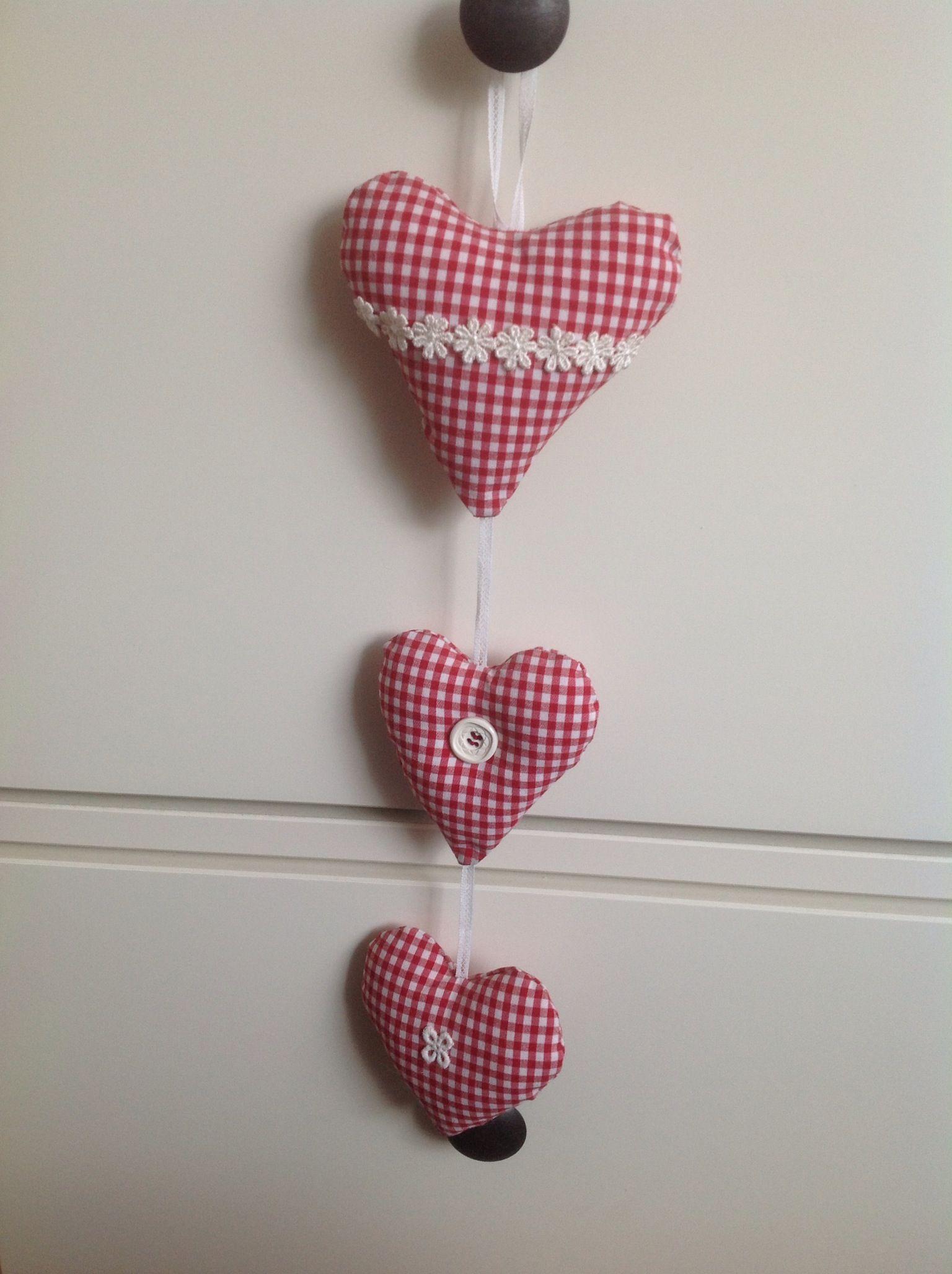 Drie rode hartjes