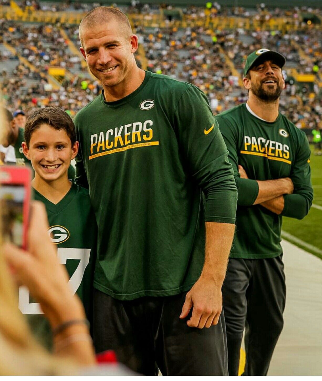 Football Is Back And So Are The Photo Bombs Green Bay Packers Green Bay Packers Football Jordy Nelson