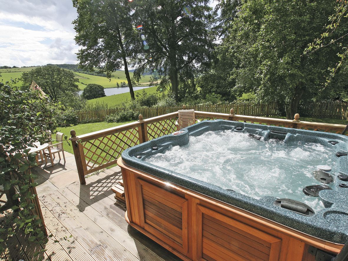 Lochside Garden House Ref S4484 In Town Yetholm Near Kelso The Scottish Borders Cottages Com Hot Tub Holidays Hot Tub Holiday Home