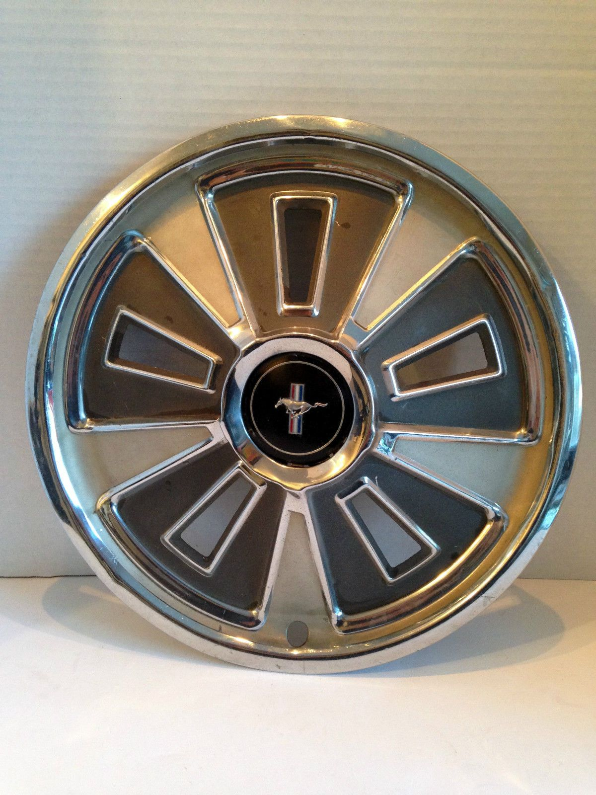 1966 vintage ford mustang hubcaps red white blue good condition 14 034 ebay vintage manwheel