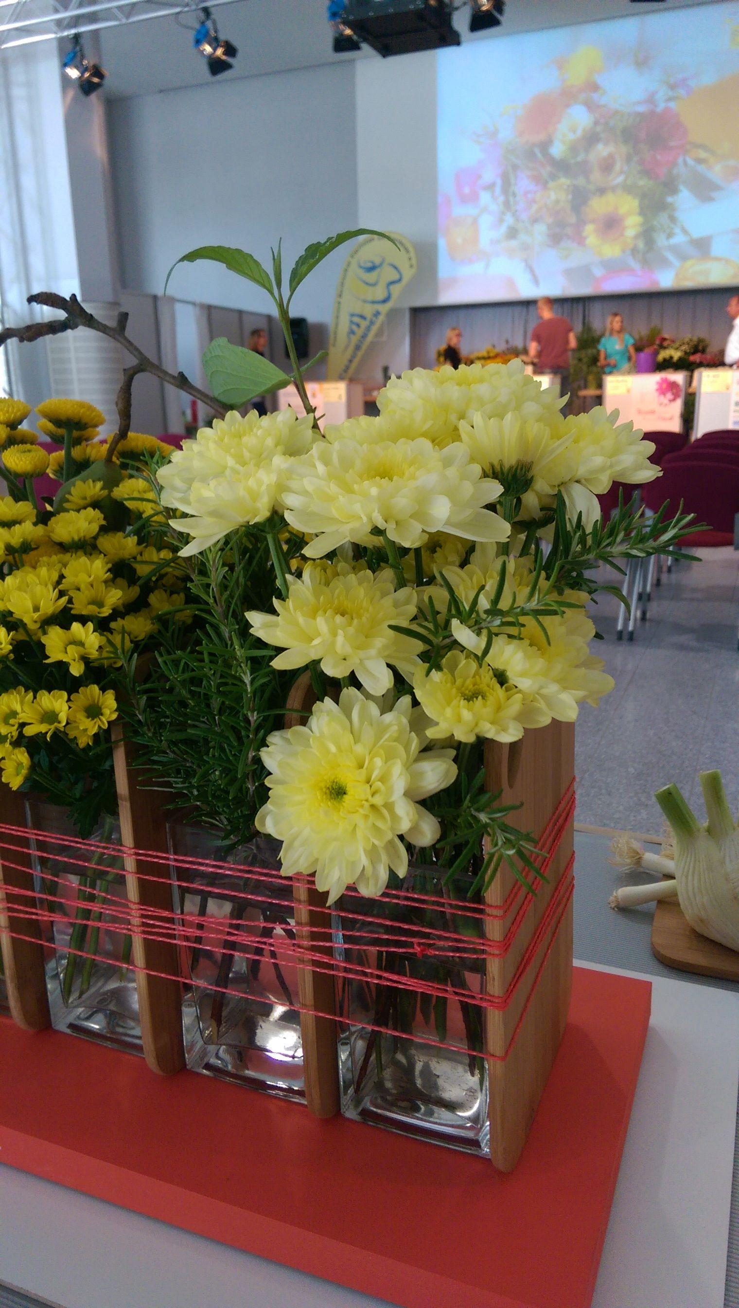 Präsentation von tollen Blüten-Designs mit Chrysanthemen auf der Messe Floristik und Trend Ende Juli in Chemnitz.