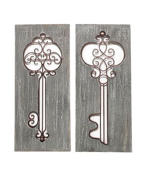 These ornate keys are sure to be noticed by guests and receive tons of compliments. With intricate details and a vintage look, any room of the house's décor will benefit from this piece.