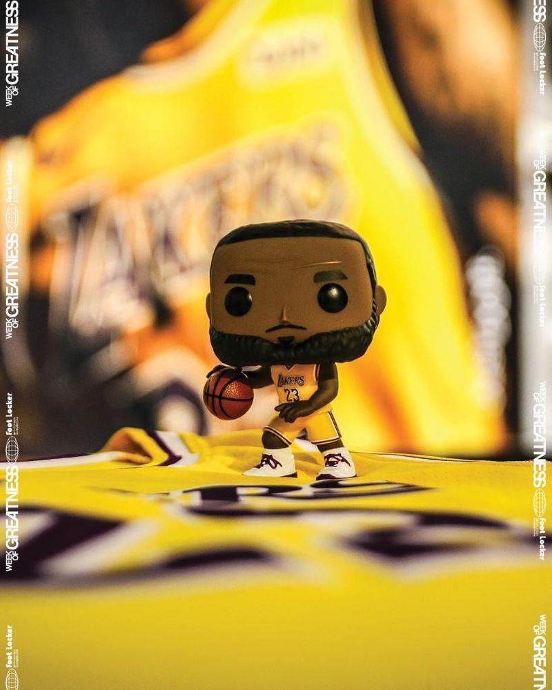 Funko POP! Basketball LeBron James LA Lakers  52 Footlocker Exclusive e44cf4455