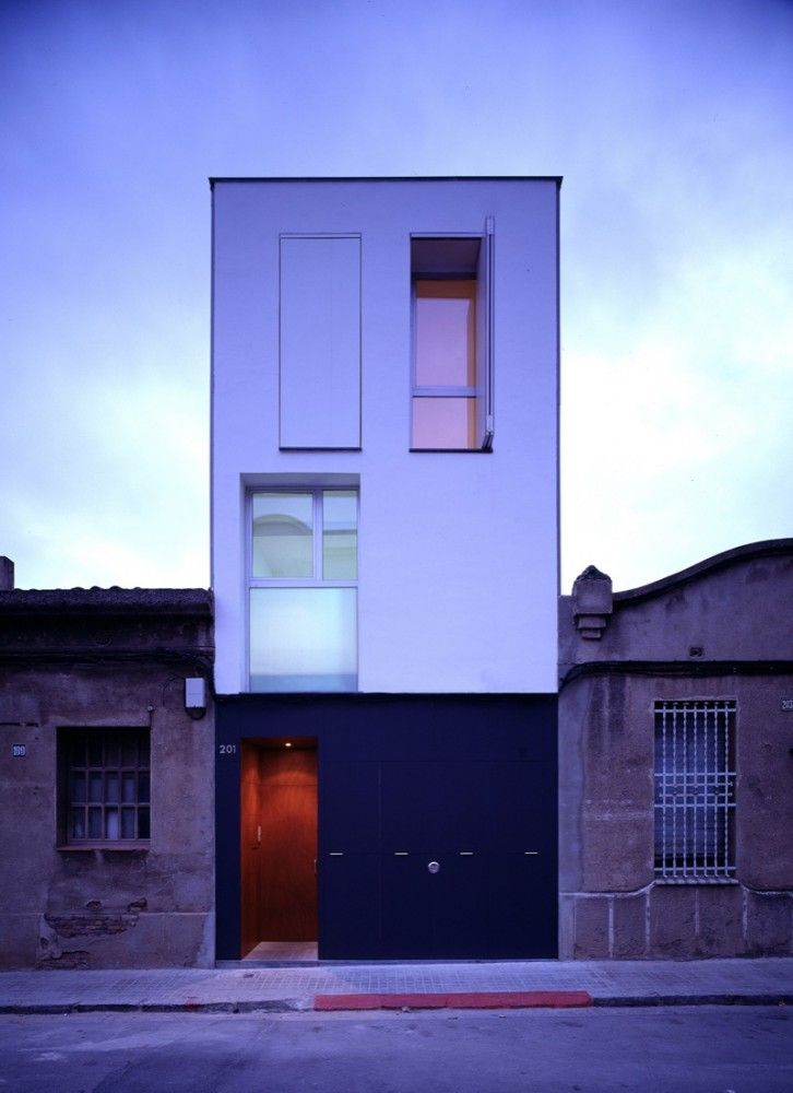 127 House / H Arquitectes.  plans pinned above.  click 4 pics.