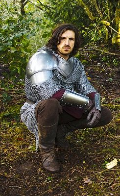Eoin Macken.  Presently on the NBC series, The Night Shift.  Here he is as a knight from the series, Merlin, methinks.  Always thought that he would be a great King Henry VII.