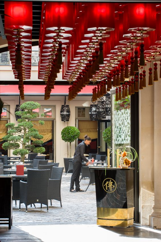Restaurant le vraymonde exterior courtyard terrasse in buddha bar ...