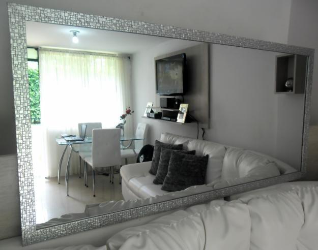Espejos modernos para sala buscar con google stuffs for Decoracion de sala comedor con espejos