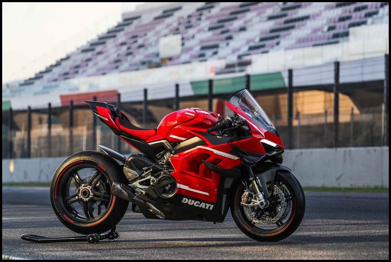 Wallpaper Ducati Superleggera V4 R Rangka Carbon Fibre Road Legal Pertamax7 Com Di 2020 Ducati Serat Karbon Pembalap