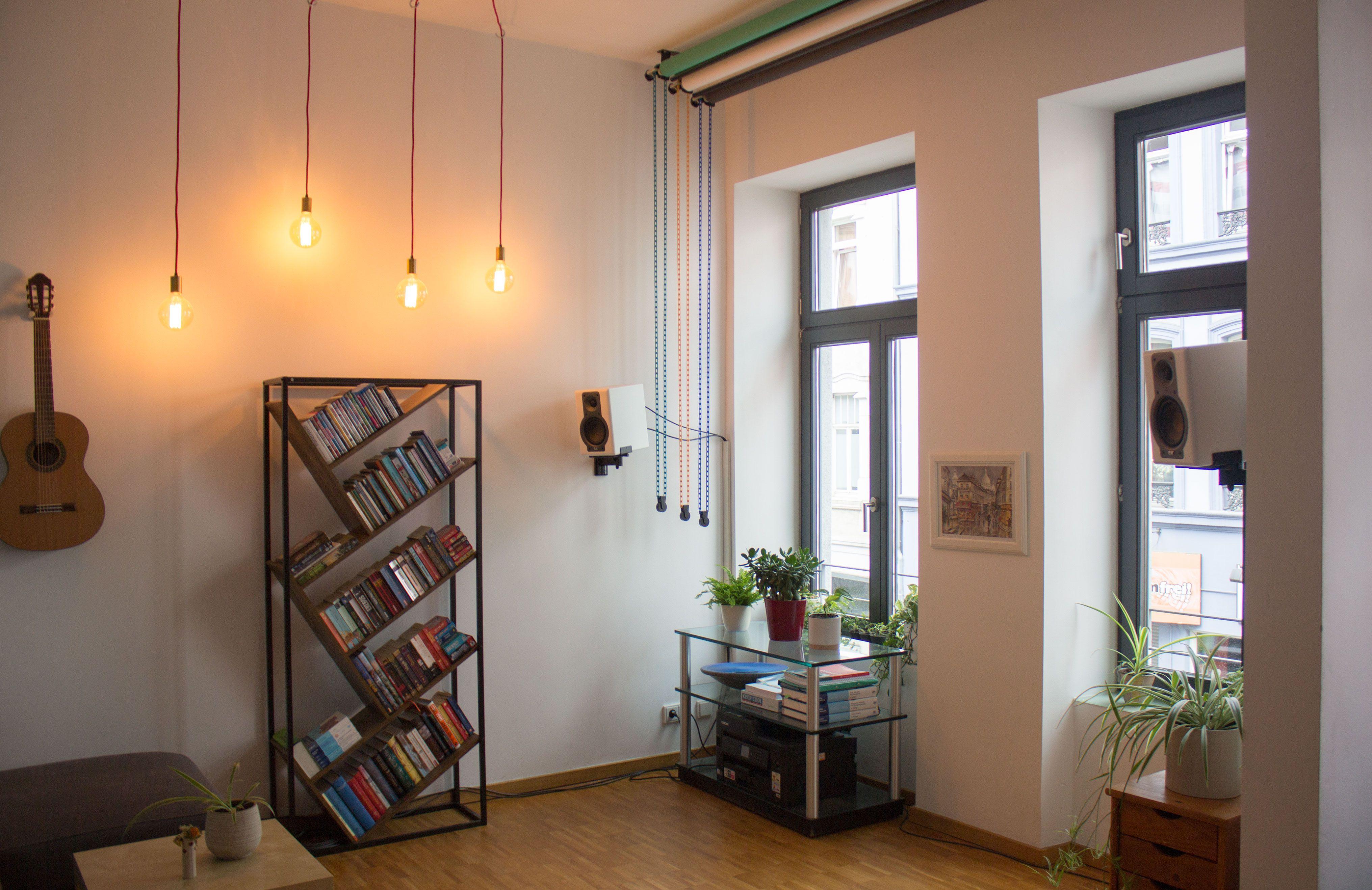 Hohe Decken, riesige Fenster, moderner IndustrialStyle.
