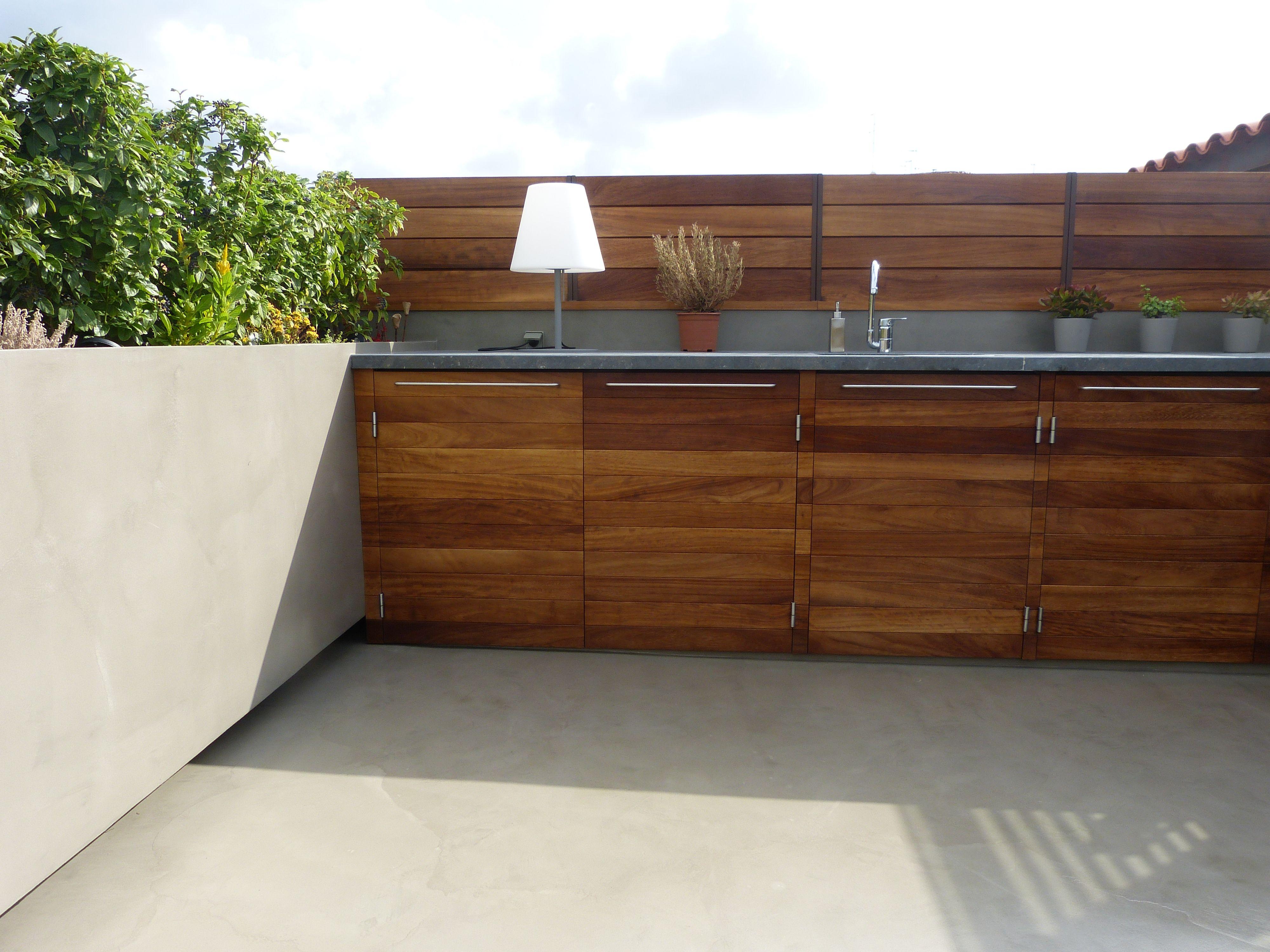 Microcemento aplicado en suelos y paredes combinados con - Suelos para bares ...
