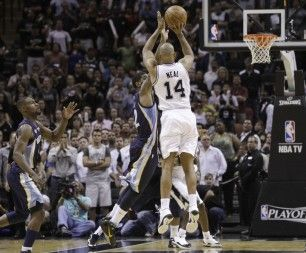 Spurs move up the playoff charts