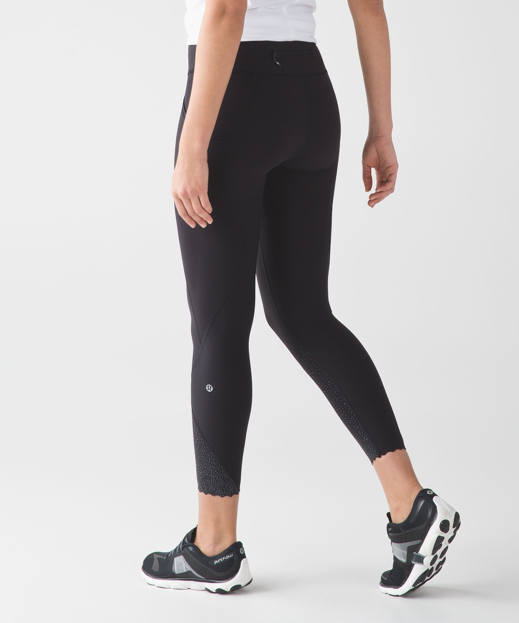 We engineered these training tights with moderate