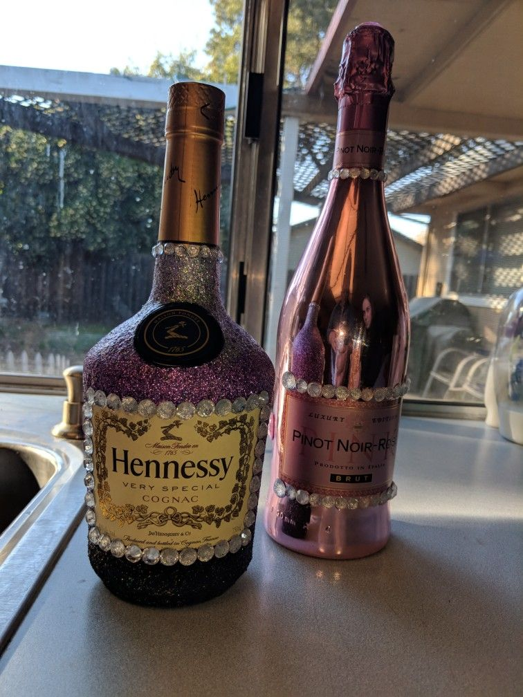 Made This For My Little Sister S 21st Birthday Alcohol Bottle Decorations Bedazzled Liquor Bottles Wine Bottle Diy Crafts
