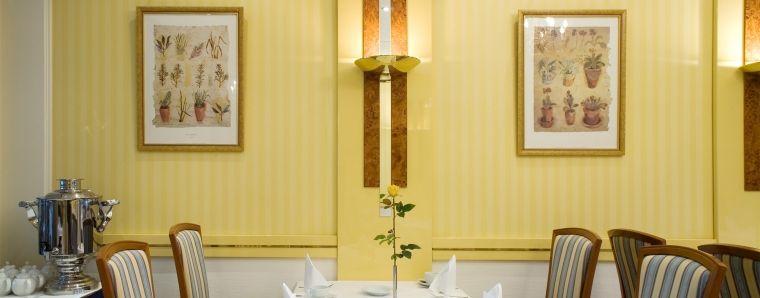 Restaurant Alster Charme - Reichhaltiger Frühstücksbuffet und auch Mittagsessen ist dort möglich!