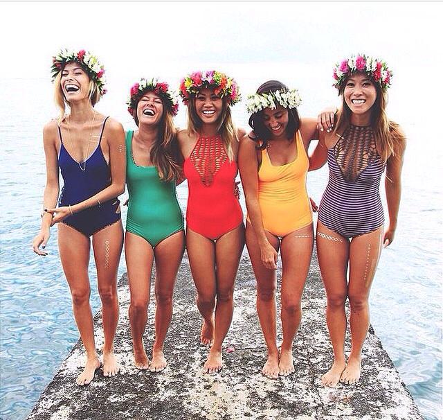 Lieblich Badpakken, Strand Vrijgezellen Feesten, Zomerse Meisjes, Zomertijd, Douche  Outfits, Vriendschap, Kerstsokken, Kronen, Strandkleding Mode