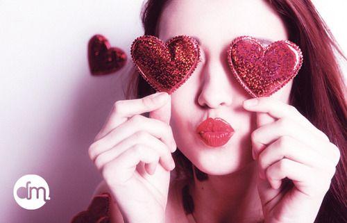 """""""Jogue tudo fora mas principalmente esvazie seu coração. Fique pronto para a vida, para um novo amor. Lembre-se, somos apaixonáveis! Somos capazes de amar muitas e muitas vezes. Afinal de contas,nós somos o amor"""" (Carlos Drummond de Andrade)"""