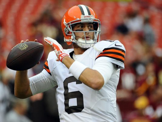 Brian Hoyer Beats Out Johnny Manziel As Cleveland Browns Starting Quarterback With Images Cleveland Browns Johnny Manziel Quarterback