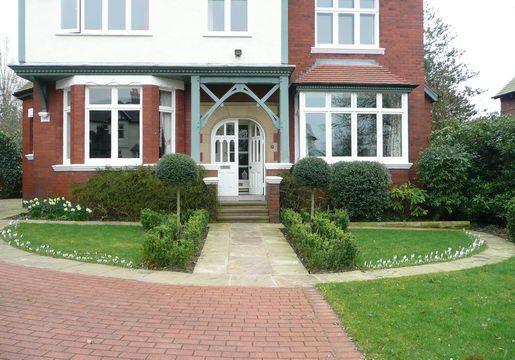 Large Front Garden Design Ideas UK