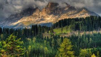 hegyek, Kő, ház, erdő, fények, fák, felhők, nyár, természet, táj, hdr