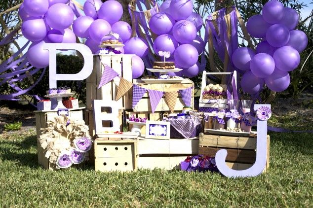 Dulces y decorados para una fiesta morada / Sweets and decorations for a purple party