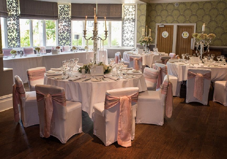 Gorgeous Table Designs With Soft Pink And Grey Sashes And Beautiful
