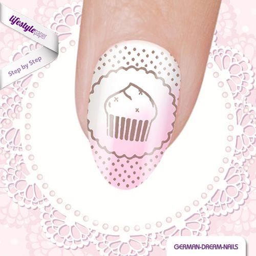 Frühling ist die perfekte Zeit für leckere Cupcakes! Auch auf den Fingernägeln machen sich die süssen Kuchen hervorragend! Wir haben die passende Step by Step Anleitung! http://www.lifestyle-paper.de/fortgeschrittene-vintage-cupcake-nails #nails #naildesign #nailart