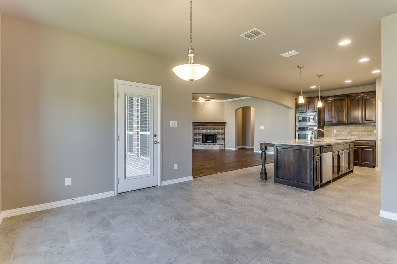 AVAILABLE HOME 4 bed/2 Bath with 2 Car Garage 3924