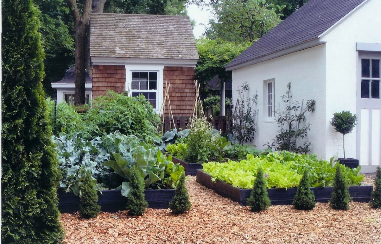 Potager French Garden Style Combining Edible & Flowering Plants ...