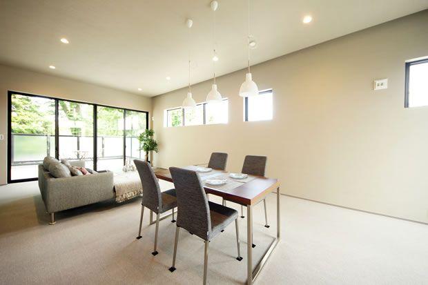 緑と青空を取り込んだ開放的なLDK #インテリア #リビング #ダイニング #living #dining #simple modern #interior #home #interior design #テラジマアーキテクツ #TERAJIMA ARCHITECTS