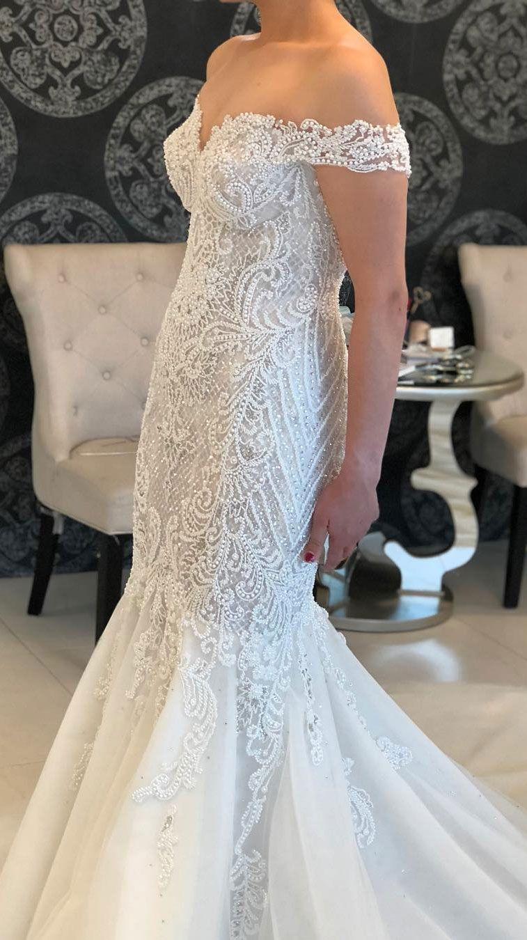 Stunning wedding dress with amazing details – N O R M A + L I L I