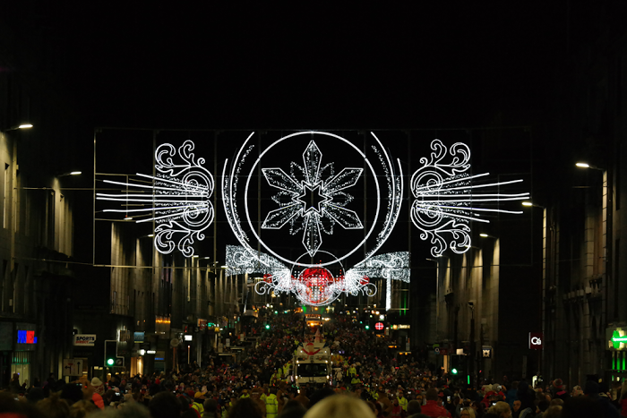 Christmas lights over crowded Union Street - by Aberdeen Blogger ...