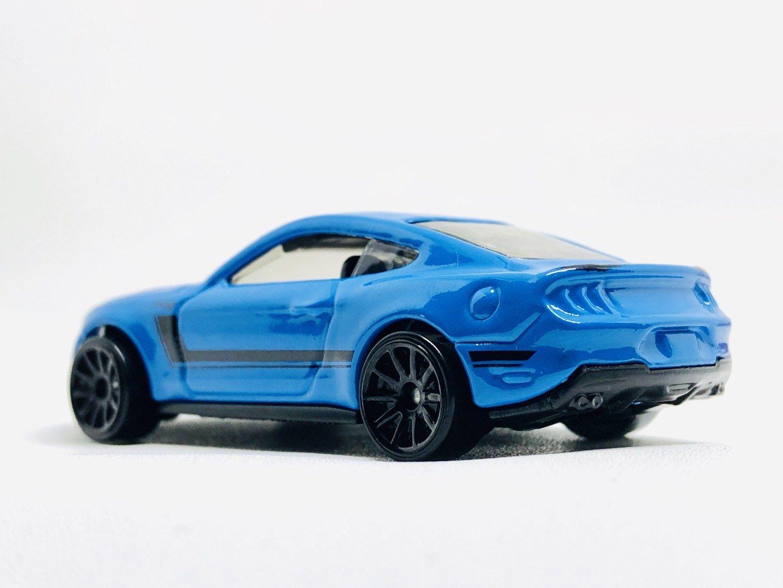 Triple Showdown Hot Wheels Mercedes Benz Amg Gt Vs Custom Ford Mustang Vs Audi Rs6 Avant Diecastgraphy Audi Mobil Biru