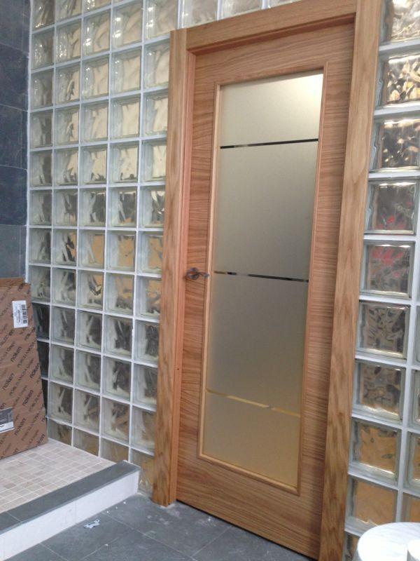 Modelo l60 va1 roble con cristal mate decorado puertas for Puertas de madera con cristal