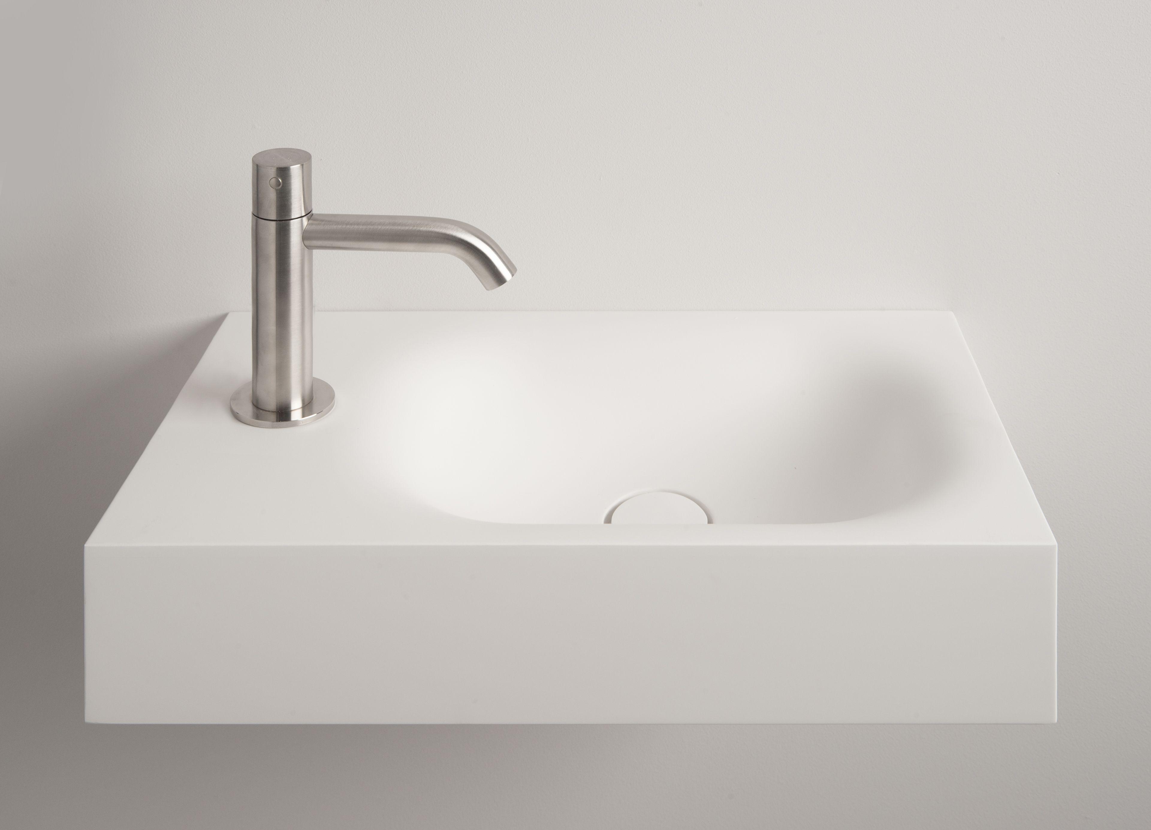 Toiletfontein uitgevoerd in corian by tiz design. #toiletfontein