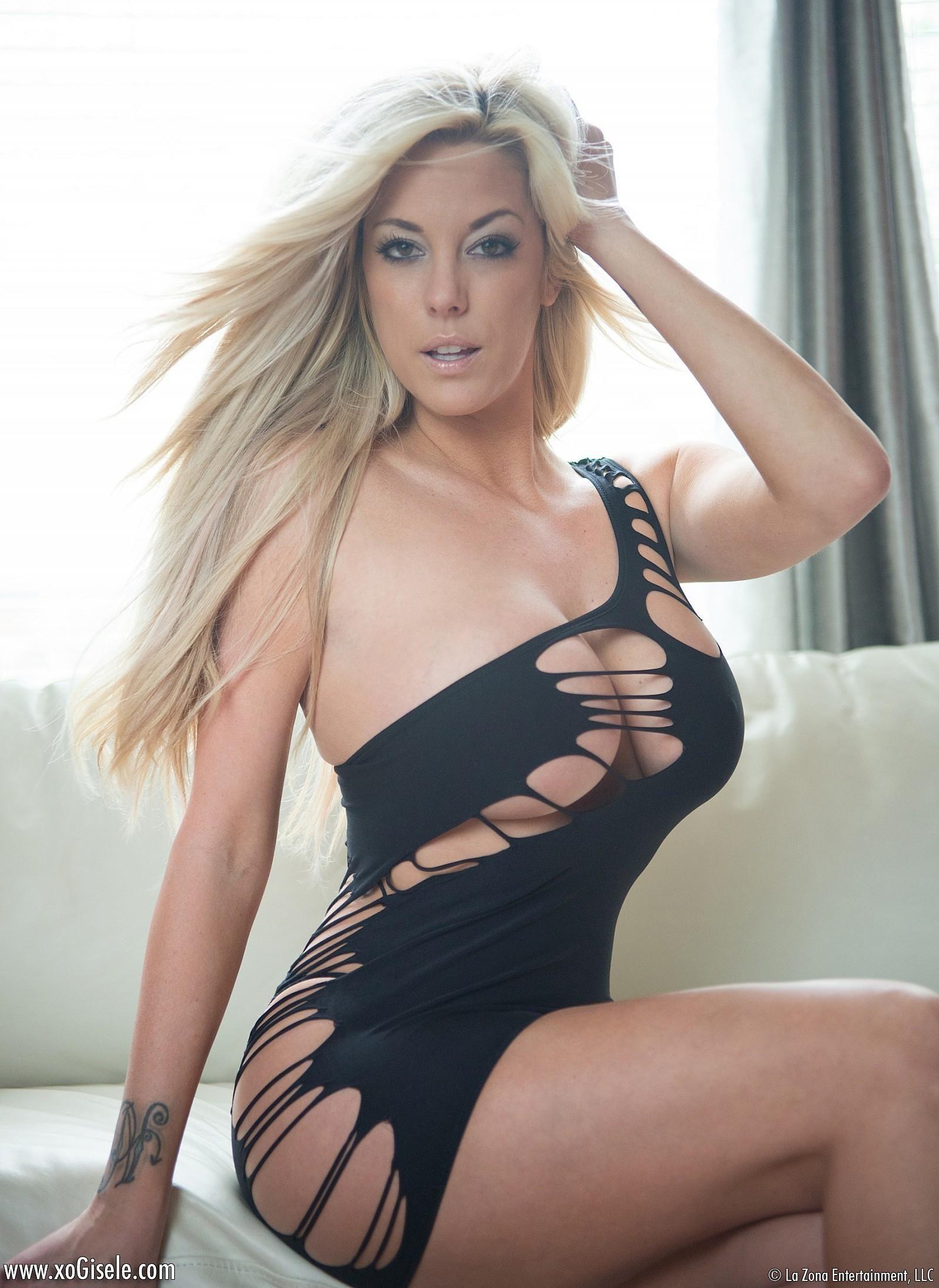 Xo Gisele Strip Tease @ GirlzNation.com