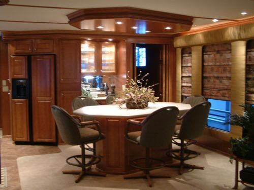 Luxury Houseboat Interiors | 2004 Sharpe Houseboat Interior