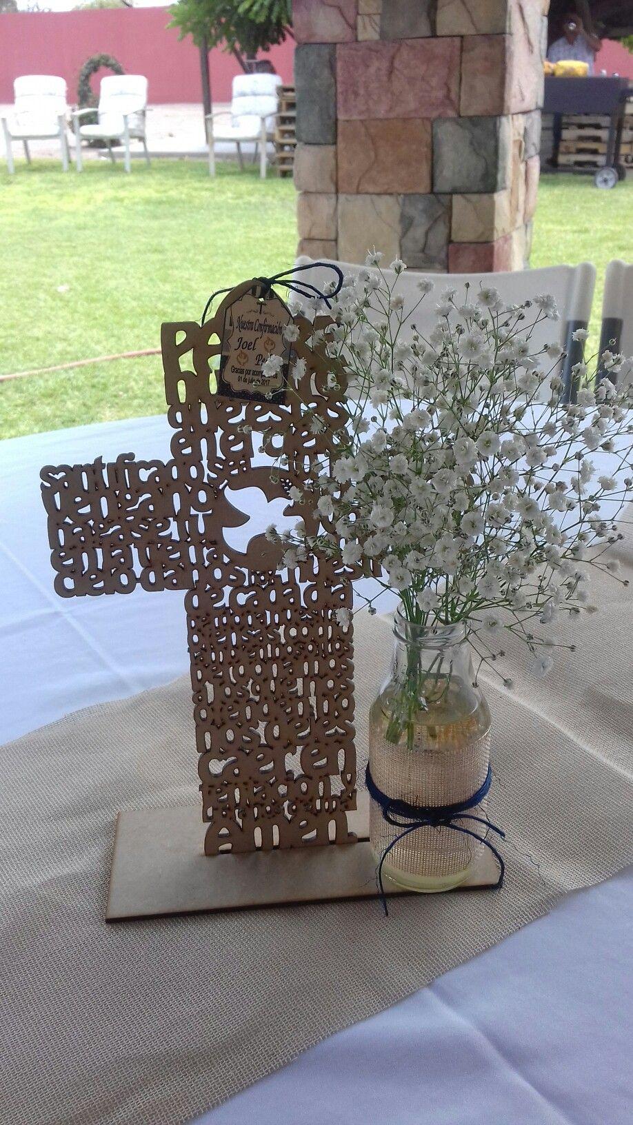Centros de mesa de confirmacion ideas romanticas first - Centros para decorar mesas ...