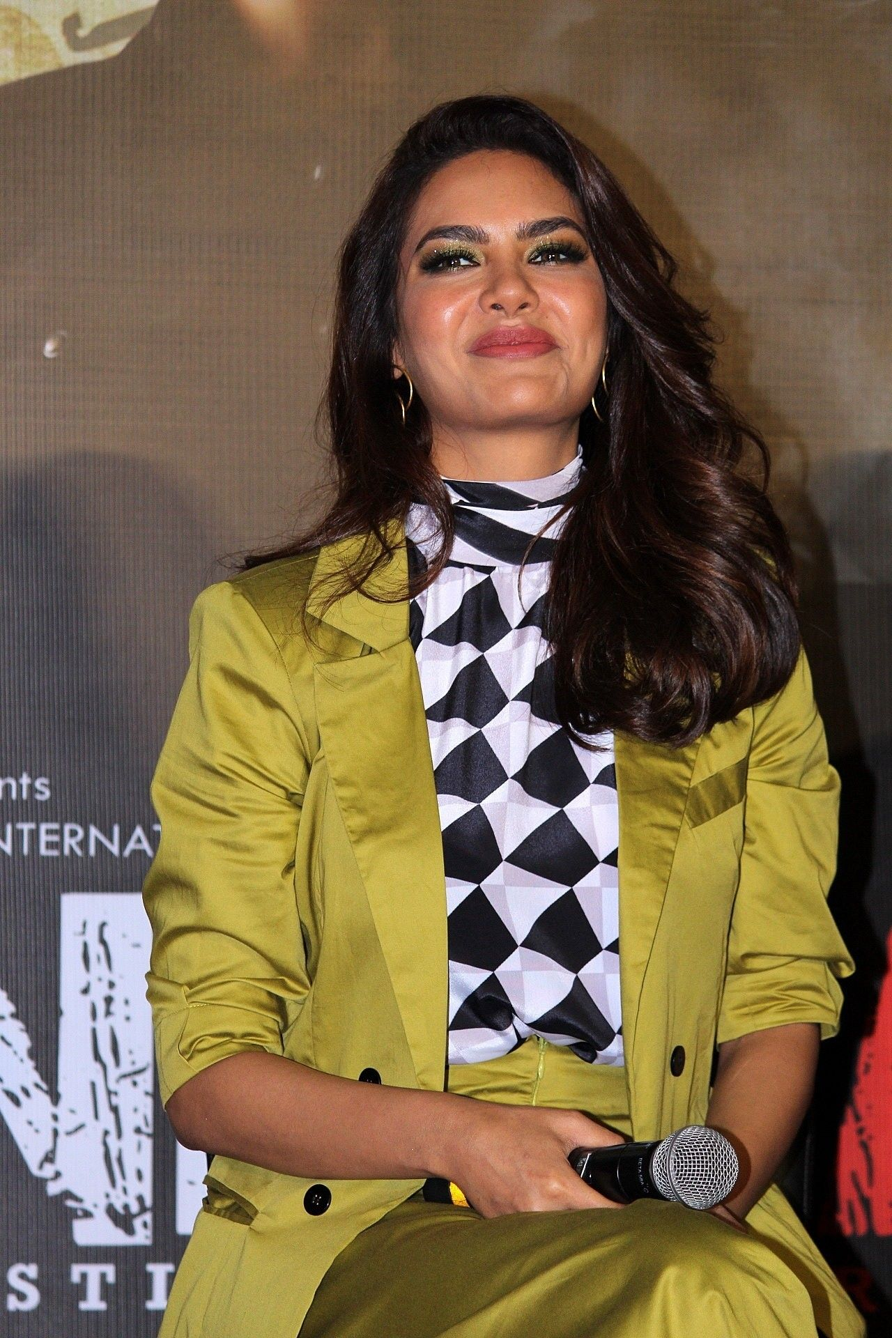 Esha Gupta Launch The New Splash Store   Fashion, Product