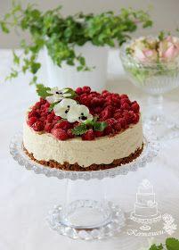 Tykkäisikö äitisi lakritsin ja vadelma mausta? Tässä yksi idea äitienpäiväkakuksi. Tässä kakussa ei ole montaa raaka-ainetta ja on suht...