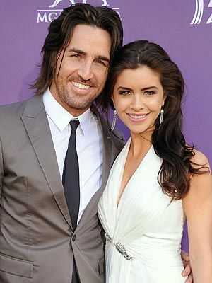 Country star Jake Owen pops the question—on stage! Read more: http://www.people.com/people/article/0,,20585353,00.html