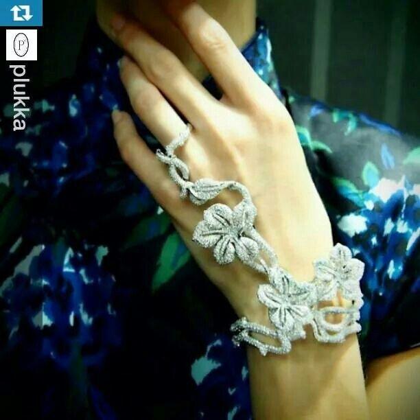 Diamond ring-bracelet by Wendy Yue. #diamondtastic #jewelleryaddict #jewelleryporn #mrsortonsinstaglam