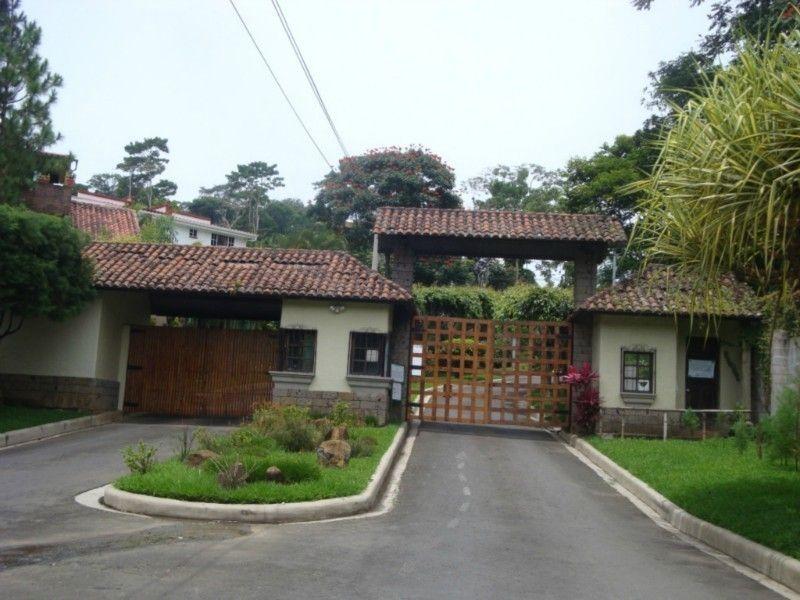 En alquiler casa con 4 habitaciones en Residencial privada