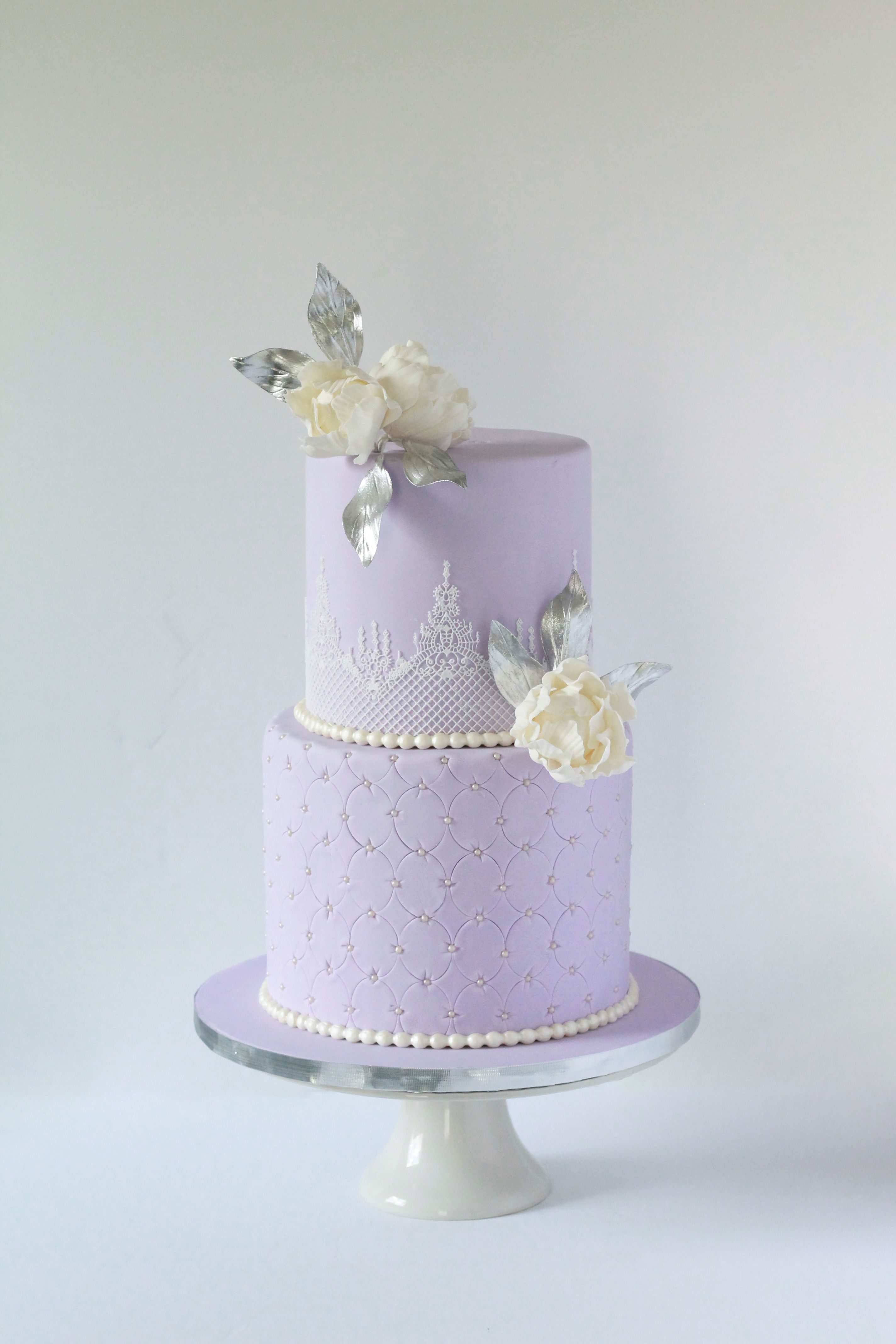 Romantic Lilac And Silver Vintage Wedding Cake With Lace And White Flowers Lilacweddingc Wedding Cake Fresh Flowers Lavender Wedding Cake Wedding Cakes Lilac
